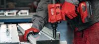 RT 6-A22 Cordless rivet tool 22V cordless rivet tool powered by Li-ion batteries for installation jobs and industrial production using rivets up to 4.8 mm in diameter (up to 5.0 mm for aluminium rivets) Applications 6